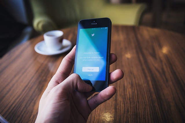 8 Simple Ways You Can Use Social Media To Recruit New Talent